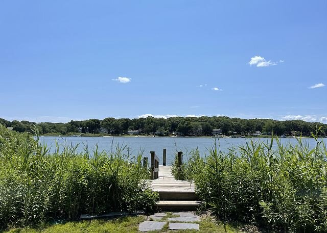 3BR Beachwood private waterfront with Private 25ft Boat Dock!, vacation rental in New Suffolk