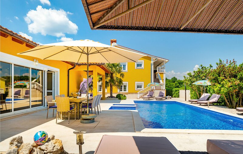 Amazing apartment in Labin with Outdoor swimming pool, WiFi and 3 Bedrooms (CIO3, holiday rental in Sveti Bartol