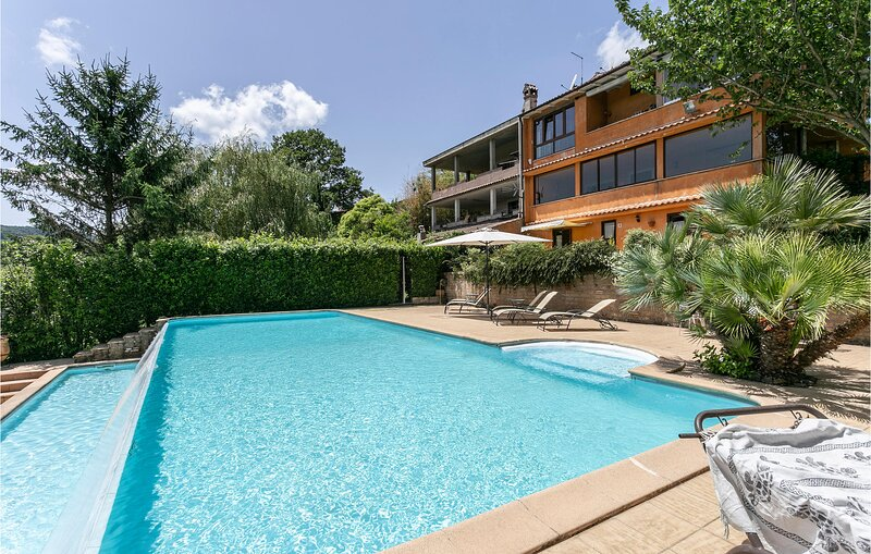 Amazing home in Bassano Romano with Outdoor swimming pool, WiFi and 4 Bedrooms (, vacation rental in Bassano Romano