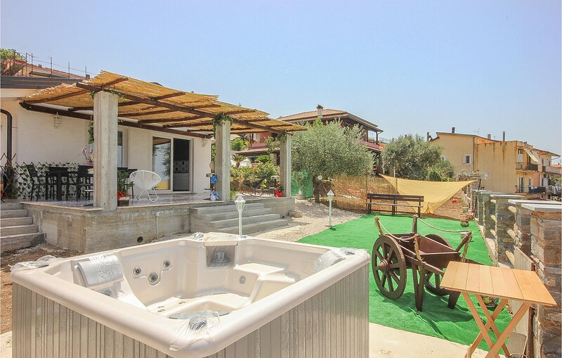 Awesome home in Vatolla with WiFi and 2 Bedrooms (IKC610), vacation rental in Lustra