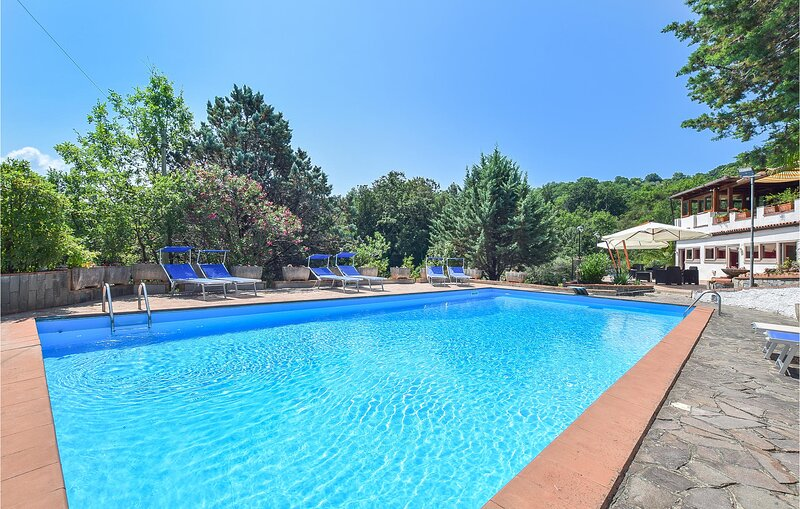 Beautiful home in San Mauro La Bruca with Outdoor swimming pool, WiFi and 1 Bedr, location de vacances à Marina di Pisciotta