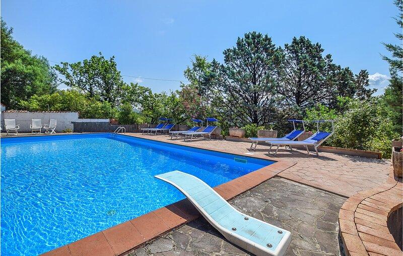 Amazing home in San Mauro La Bruca with Outdoor swimming pool, WiFi and 1 Bedroo, location de vacances à Marina di Pisciotta
