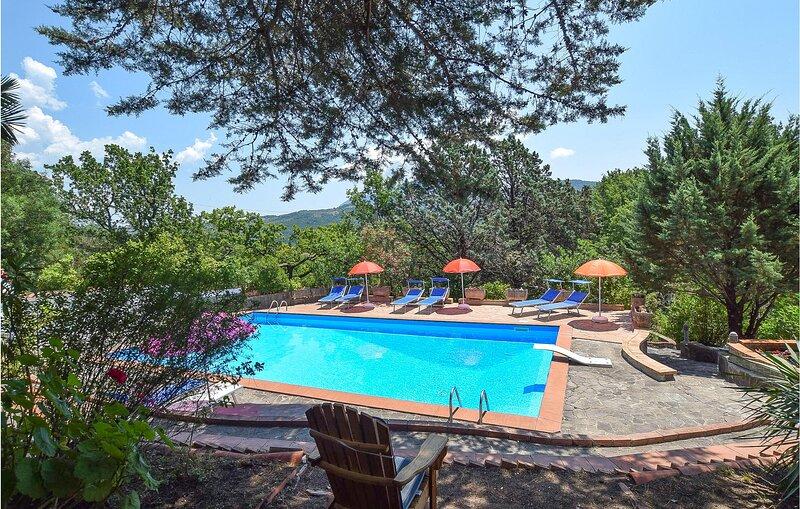 Stunning home in San Mauro La Bruca with Outdoor swimming pool, WiFi and 1 Bedro, location de vacances à Marina di Pisciotta
