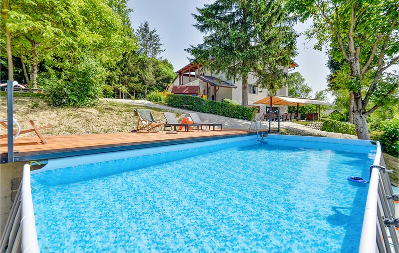 Beautiful home in Kumrovec with WiFi and 2 Bedrooms (CCC194), holiday rental in Brestanica