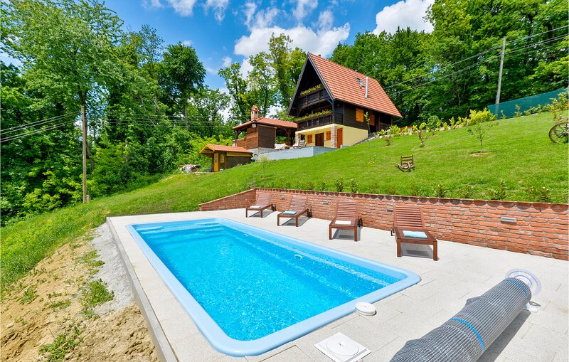 Awesome home in Stubicke Toplice with Outdoor swimming pool, Sauna and 2 Bedroom, holiday rental in Bedekovcina