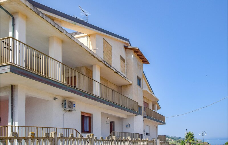 Amazing apartment in BRIATICO with WiFi and 1 Bedrooms (IKK613), alquiler vacacional en Briatico