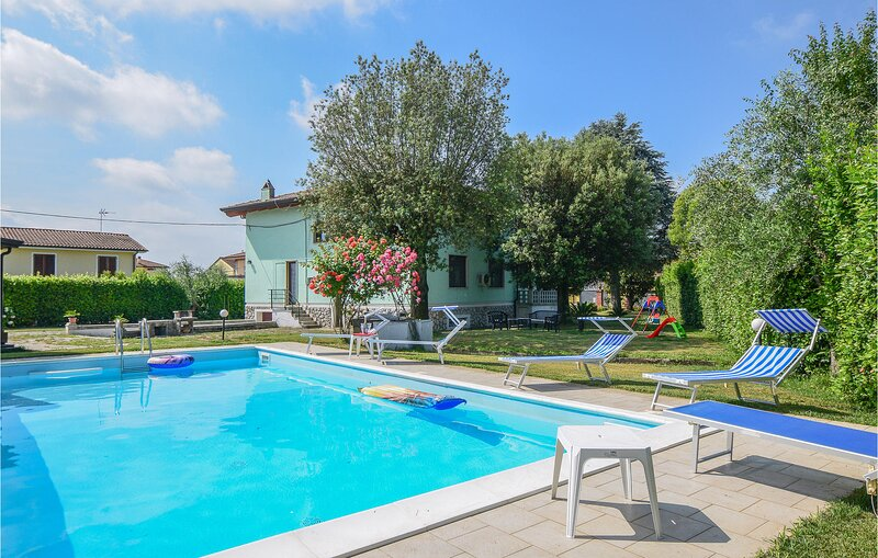 Awesome home in Castelfranco di Sotto with Outdoor swimming pool, WiFi and 4 Bed, casa vacanza a Villa Campanile