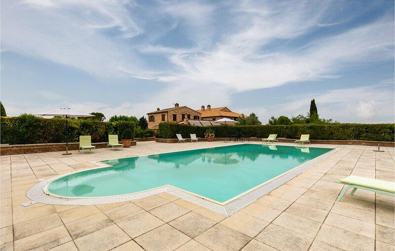 Amazing home in Tolentino with Outdoor swimming pool, WiFi and 11 Bedrooms (IMM2, location de vacances à Serravalle di Chienti