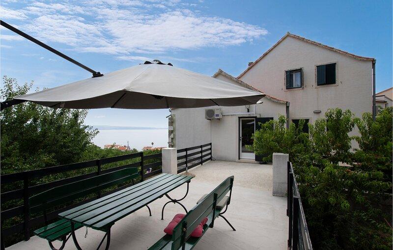 Stunning home in Podstrana with WiFi and 0 Bedrooms (CDF284), alquiler de vacaciones en Jesenice