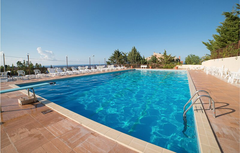 Amazing home in Trabia with Outdoor swimming pool, WiFi and 3 Bedrooms (ISP242), alquiler vacacional en Sant'Onofrio