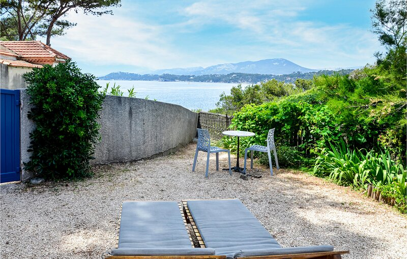 Nice home in Le Pradet with WiFi and 1 Bedrooms (FCV024), casa vacanza a Le Pradet