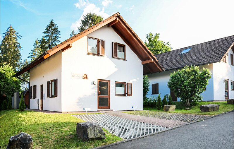Awesome home in Kirchheim with Sauna, WiFi and 4 Bedrooms (DHE198), holiday rental in Rotenburg an der Fulda