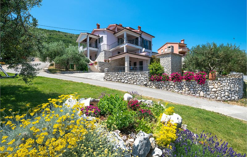 Nice home in Ravni with WiFi and 3 Bedrooms (CIK042), holiday rental in Ravni