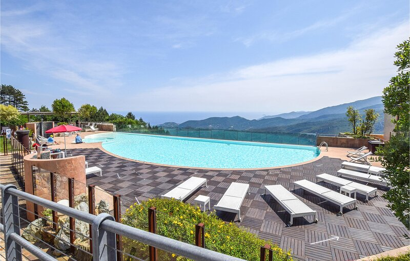 Awesome home in Magliolo-Finale Ligure with Outdoor swimming pool and 2 Bedrooms, location de vacances à Millesimo