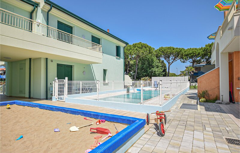 Nice apartment in JESOLO with Outdoor swimming pool, WiFi and 2 Bedrooms (IVK693, holiday rental in Lido di Jesolo