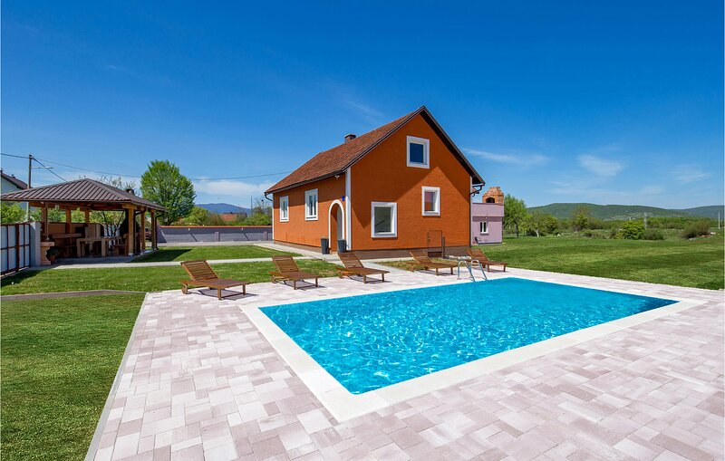 Beautiful home in Otocac with Outdoor swimming pool, WiFi and 3 Bedrooms (CCL109, vacation rental in Vrhovine