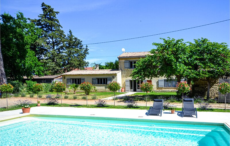 Vakantiehuis met zwembad. (FLG090), holiday rental in Vallabrix