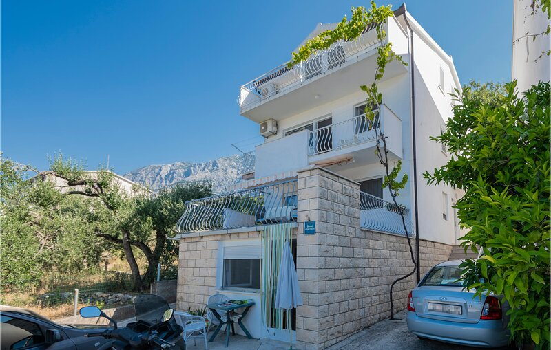Awesome home in Tucepi with WiFi and 2 Bedrooms (CDC069), alquiler de vacaciones en Tucepi