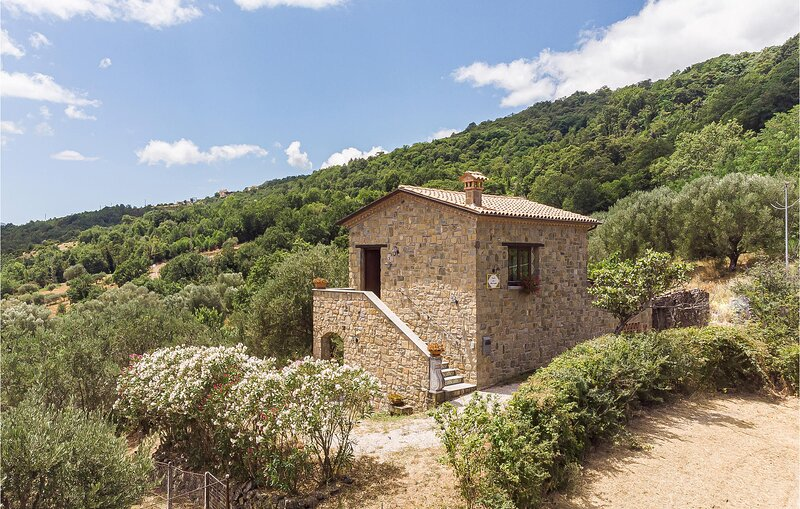 Stunning home in Alfano with 2 Bedrooms (IKC609), holiday rental in Teggiano