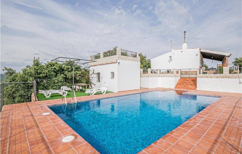 Awesome home in La Puebla de los Infan with WiFi and 3 Bedrooms (EAC184), holiday rental in Palma Del Rio