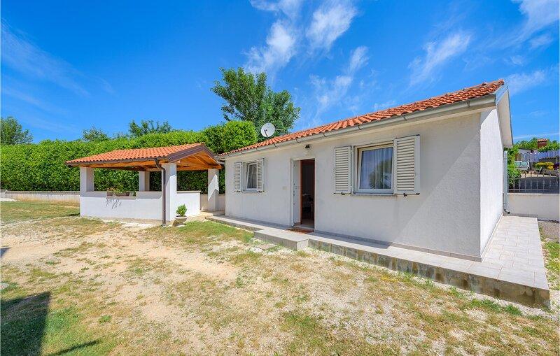 Amazing home in Zminj with WiFi and 1 Bedrooms (CIC532), aluguéis de temporada em Zminj