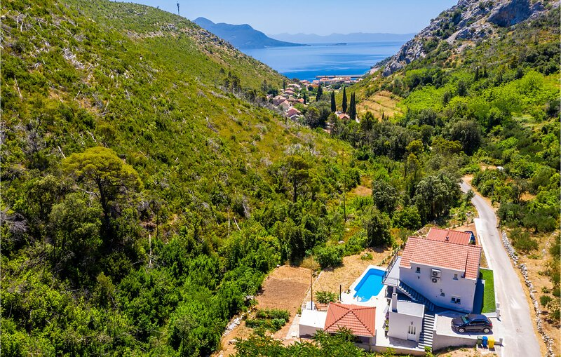 Amazing home in Trstenik with Outdoor swimming pool, WiFi and 5 Bedrooms (CDP525, holiday rental in Trstenik