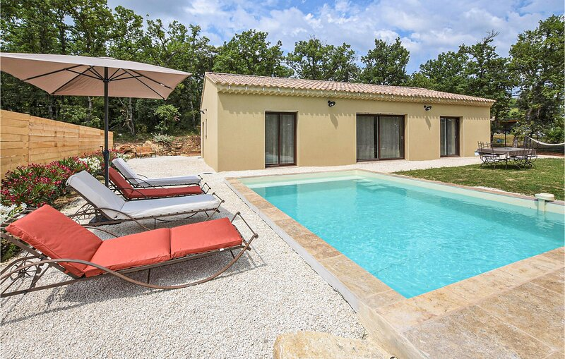 Stunning home in Grignan with Outdoor swimming pool and 3 Bedrooms (FPD342), holiday rental in Reauville