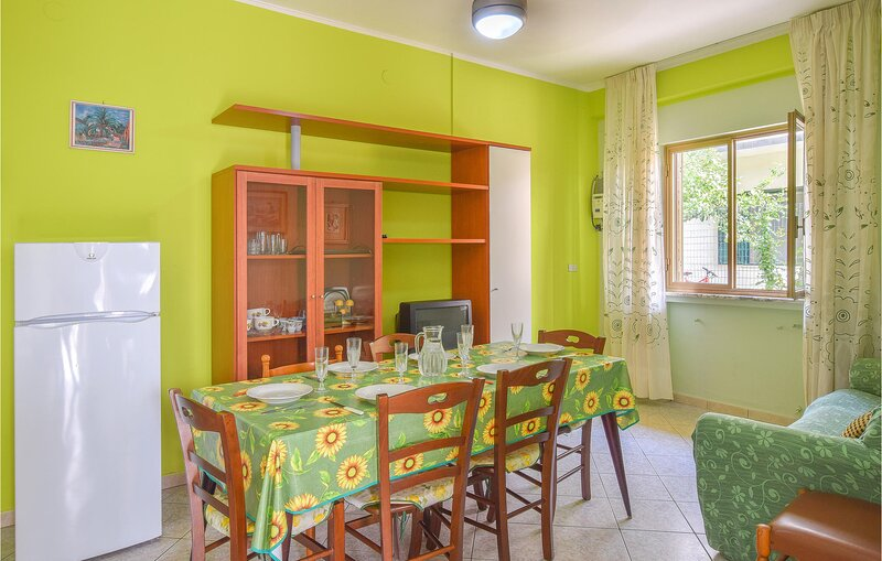Stunning apartment in Botricello with WiFi and 2 Bedrooms (IKK600), holiday rental in Steccato