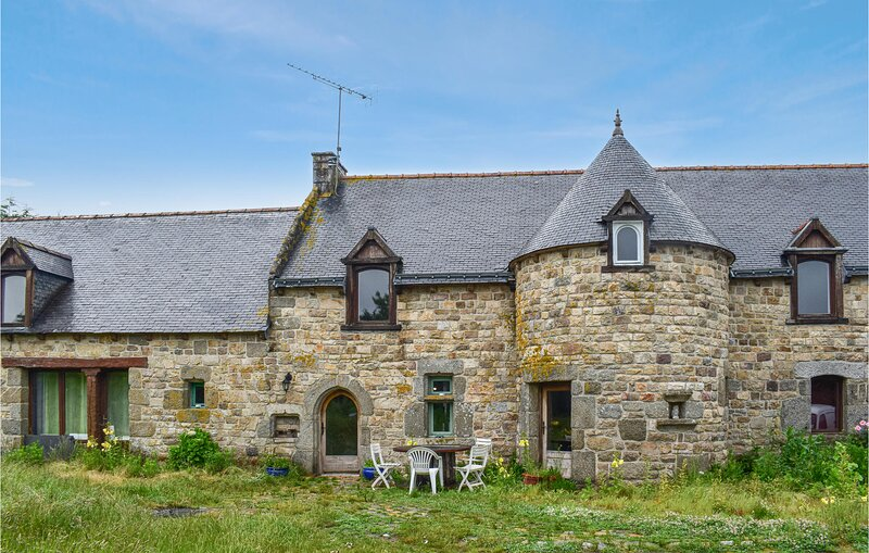 Awesome home in Begard with WiFi and 4 Bedrooms (FBC726), vacation rental in Louargat
