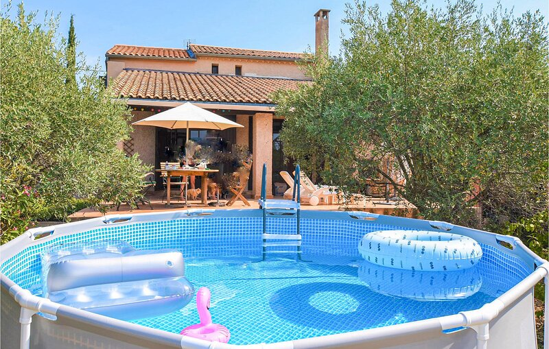 Nice home in Saint-Pierre-de-Vassol with Outdoor swimming pool, WiFi and 3 Bedro, holiday rental in Modene