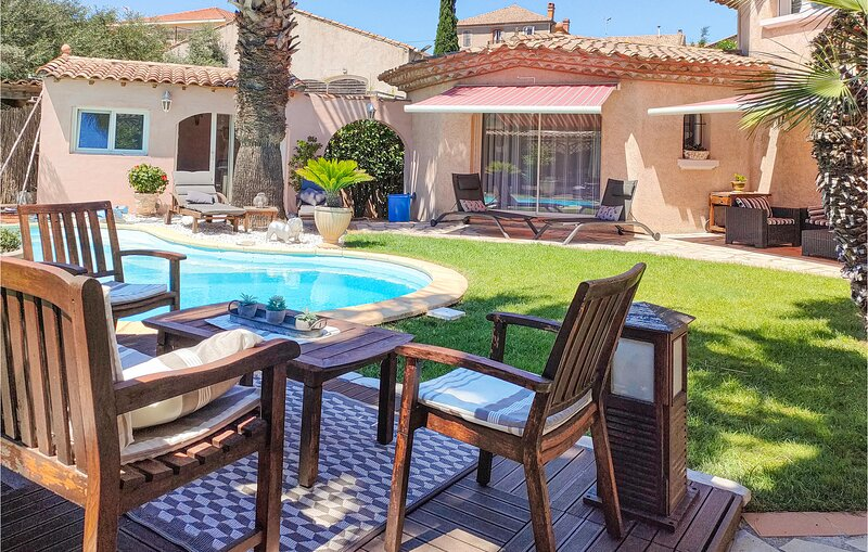 Stunning home in Puisserguier with Outdoor swimming pool, WiFi and Outdoor swimm, holiday rental in Creissan