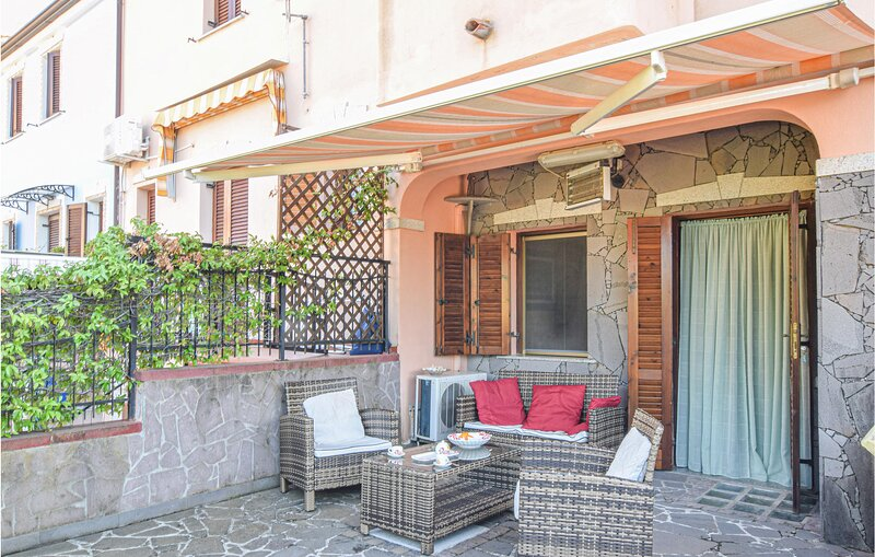 Nice home in Tanuanella Budoni with 2 Bedrooms (IGS100), location de vacances à S'Iscala