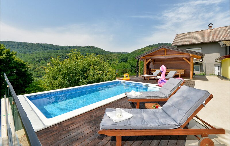 Beautiful home in Zagreb with Outdoor swimming pool and 3 Bedrooms (CCZ068), vacation rental in Rakitje