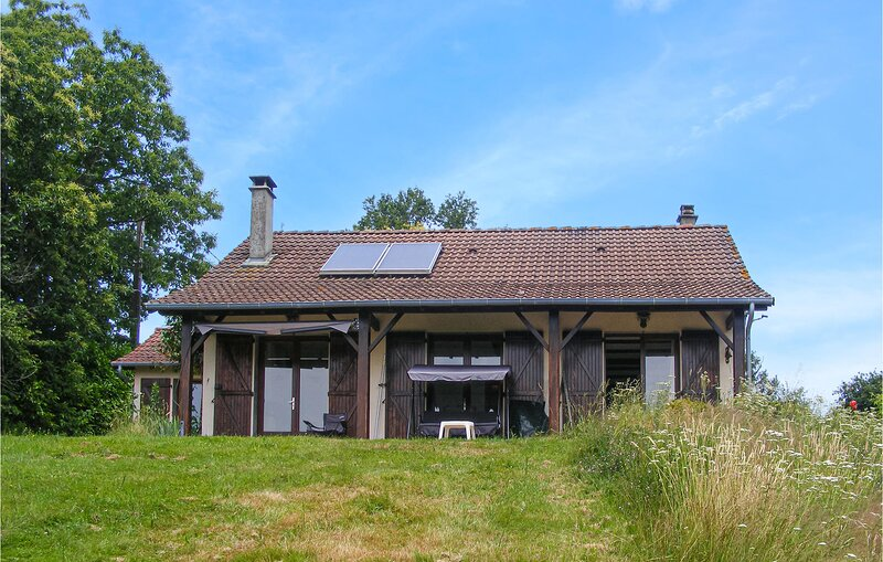 Awesome home in St-Hilaires-les-Places with outdoor swimming pool and WiFi (FSH0, holiday rental in Chateau-Chervix