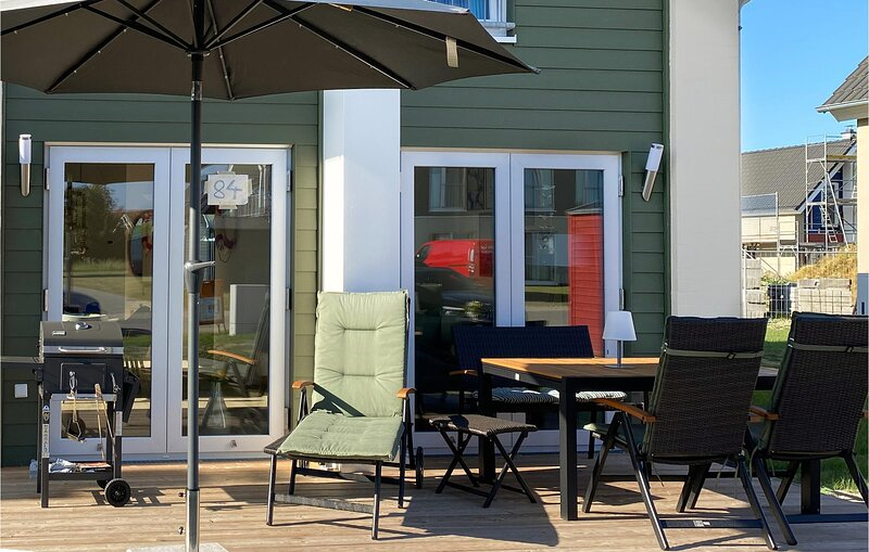 Stunning home in Büsum with Sauna and 2 Bedrooms (DSH038), vacation rental in Büsum