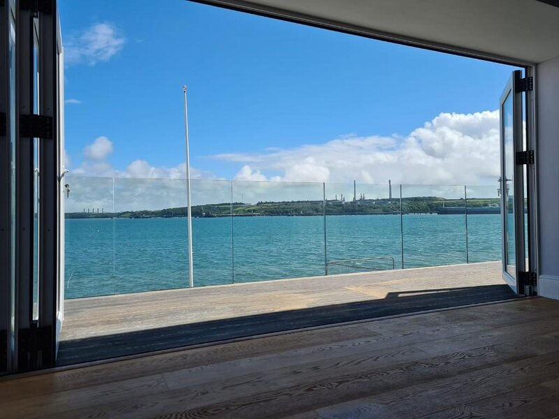 Contemporary home with amazing views, vacation rental in Castlemartin