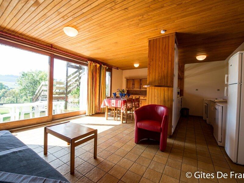 Location Gîte Espinchal, 4 pièces, 6 personnes, holiday rental in Allanche