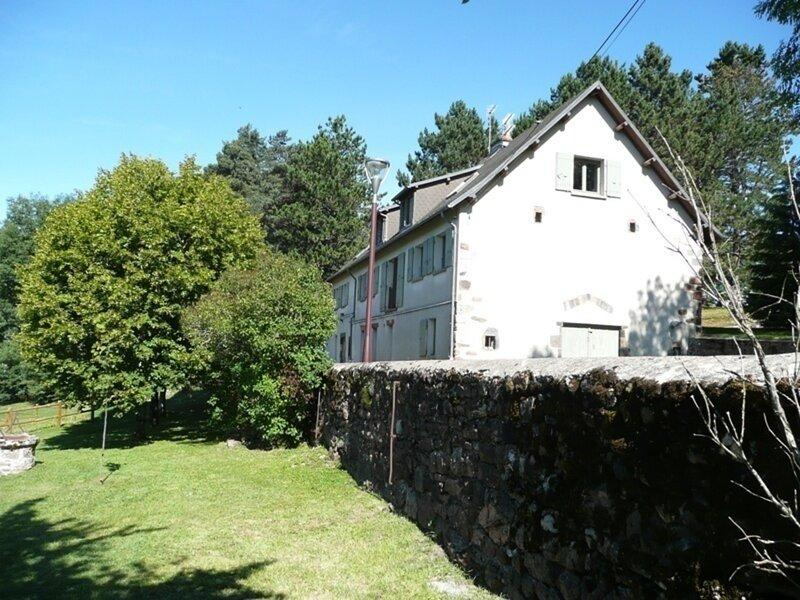 GARENNE, Ferienwohnung in Saint-Sauves-d'Auvergne