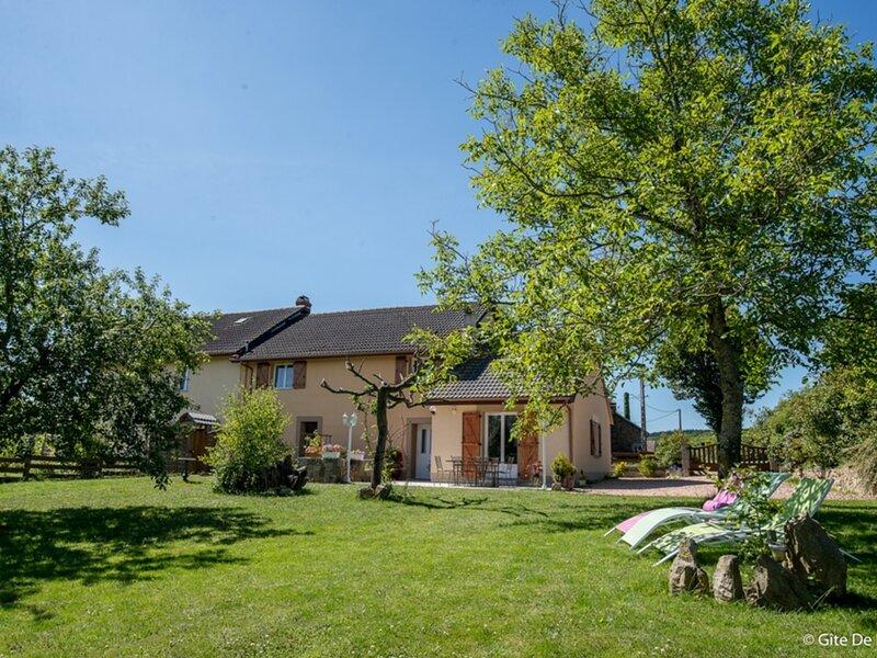 Le Clos des Hirondelles, holiday rental in Espinasse