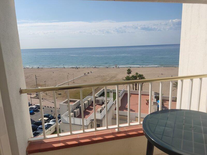 Apartamento con vistas al mar, holiday rental in Sant Salvador