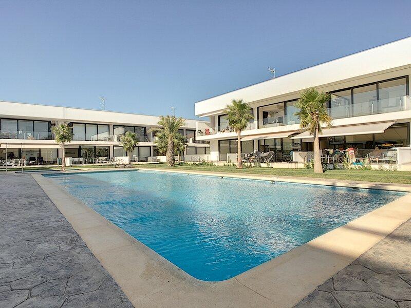 Antilia Terraces 3 Apartment - 4709, holiday rental in Los Nietos