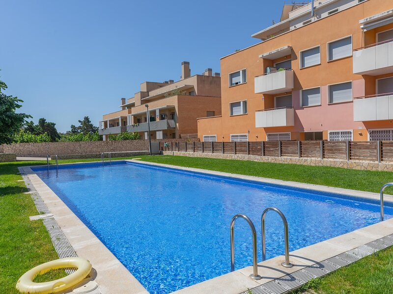 Apartment 5min beach with pool and parking included, holiday rental in Solius
