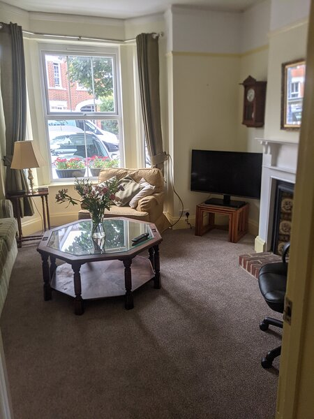 Delightful & comfy flat, quiet, central 10 mins from beach, 5 mins station, vacation rental in Felixstowe