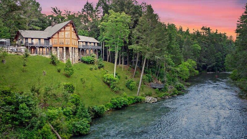 .Toccoa Riverside Retreat, holiday rental in Blue Ridge