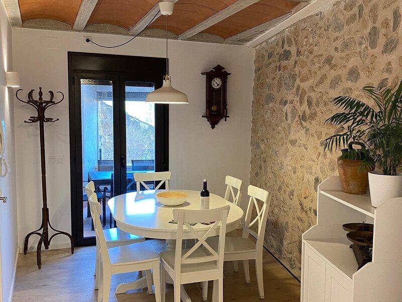 Apartment with views of the Wall at 30min Port Aventura, alquiler vacacional en Forés