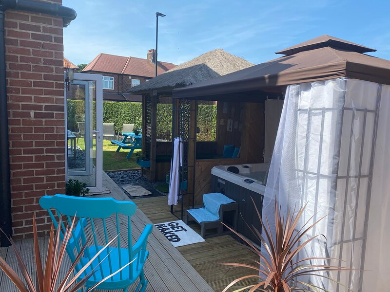 Beautifully presented 6 bed 5 & a half bath house, holiday rental in Horsley