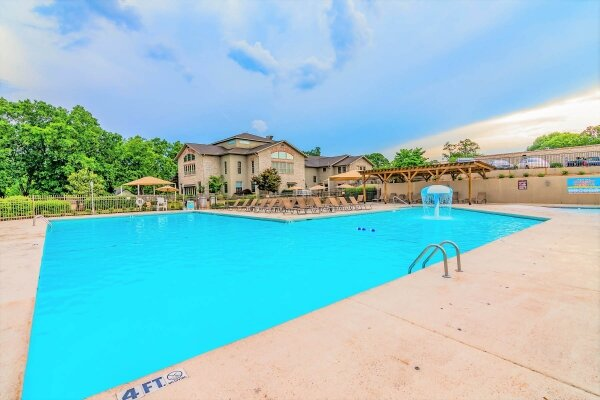Enjoy two outdoor pools, a hot tub, and a kiddie pool. Outdoor pools are open from Memorial Day through Labor Day Weekends.