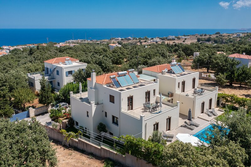 Modern villa,Fantastic views,Private pool,Near amenities,Near Rethymno 8, holiday rental in Gallos