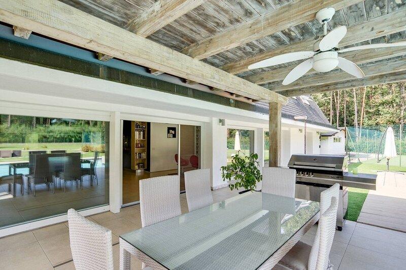 Magnifica casa con piscina per 8 persone, casa vacanza a Agrate Conturbia