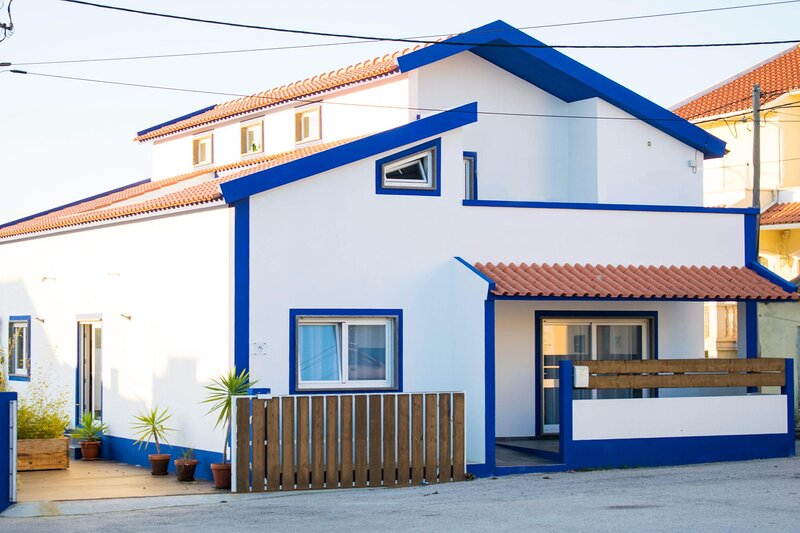 Casa Do Titou, surf and chill in Portugal., holiday rental in Atouguia da Baleia